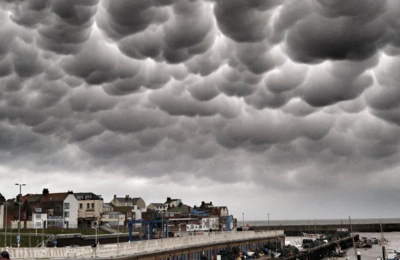После урагана над Англией возникли вымеобразные облака: фото