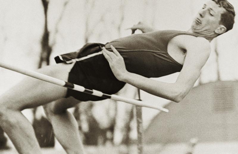 Как простой студент совершил переворот в спорте и научил весь мир прыгать в высоту