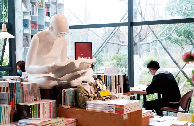 «Мы все стоим перед угрозой исчезновения»: как пандемия стала кошмаром для книжного бизнеса