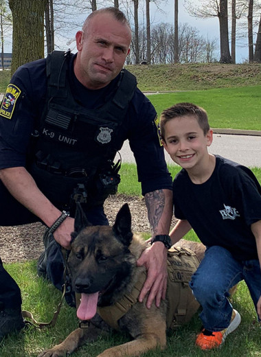 250 американских собак получили бронежилеты благодаря ребенку