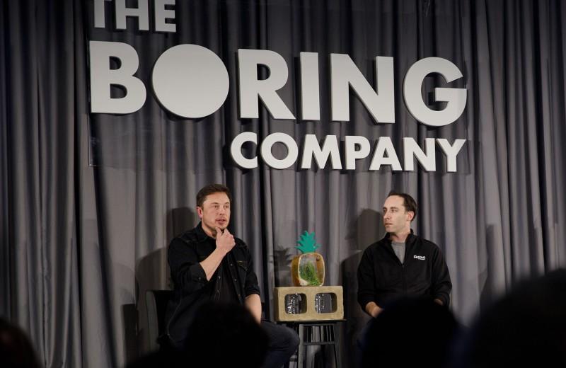 Работает за 11 человек и цитирует Айн Рэнд: чем известен глава «скучной» компании Илона Маска