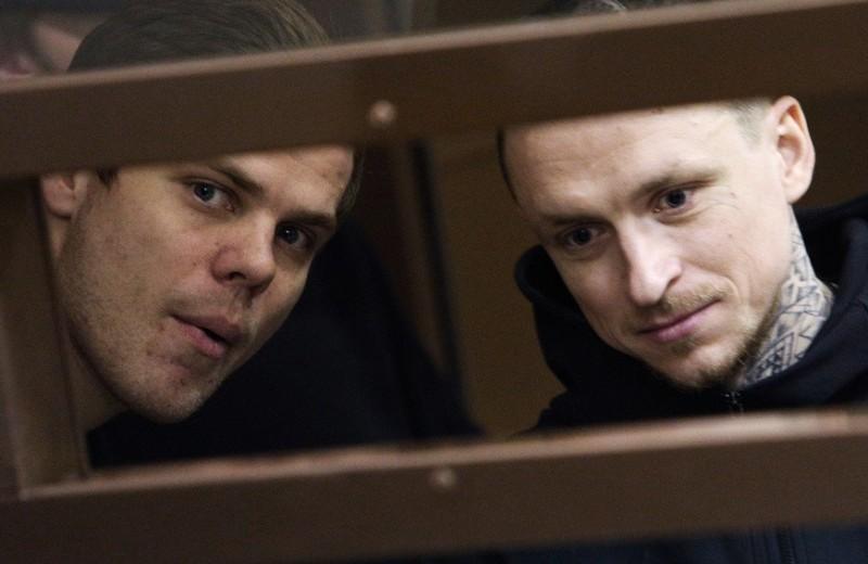 Парочка со стулом: с чем Кокорин и Мамаев отправились в историю из здания суда