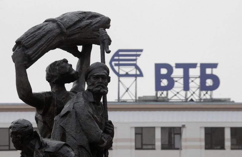 Набег вкладчиков: что россияне сделали с деньгами, вынесенными с депозитов крупнейших банков в марте