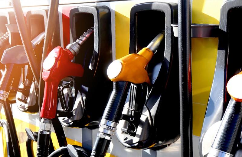98-й и 100-й бензин: в какие машины его лучше не заливать
