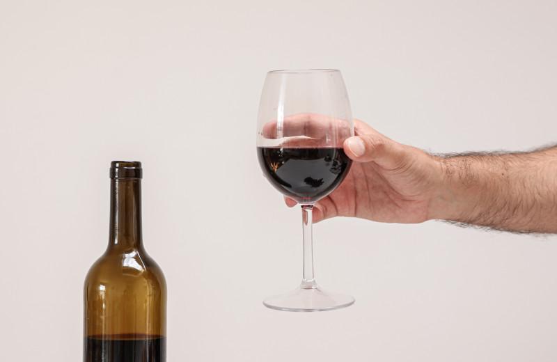 Как сохранить свежесть вина после вскрытия пробки