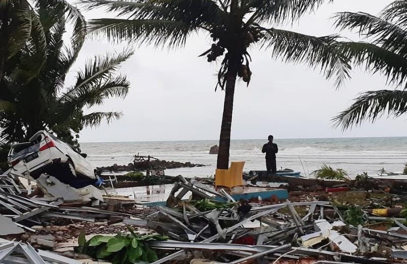 Трагедия в Индонезии: цунами унесло сотни жизней