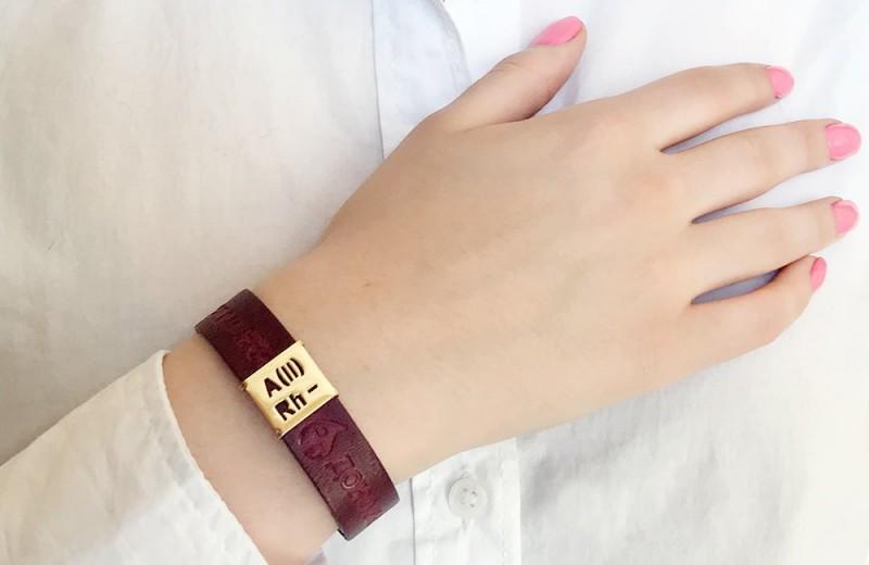 Браслет-символ, который нельзя купить: украшение для доноров крови