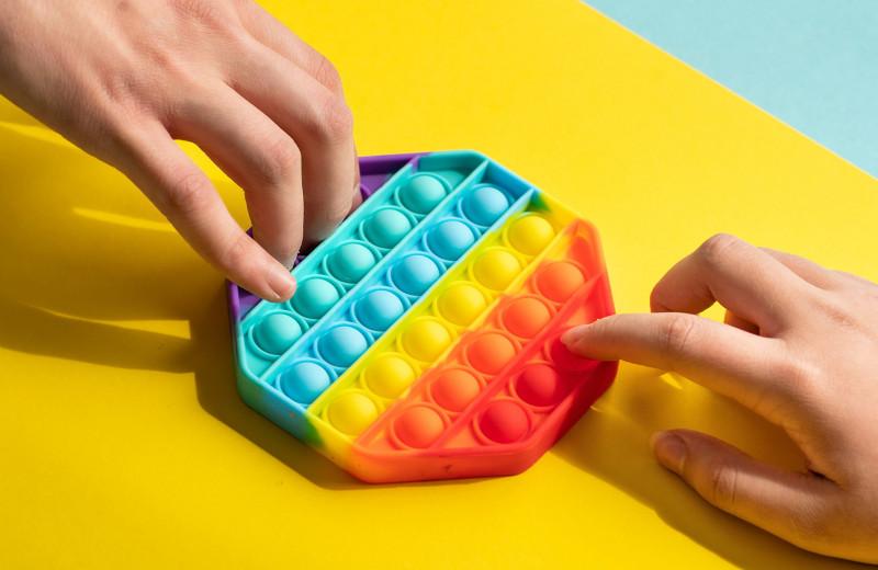 Поп-ит и симпл-димпл: почему оторваться от игрушки из