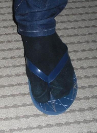 Почему люди носят сандалии именно с носками? Всему виной Древняя Греция и СССР