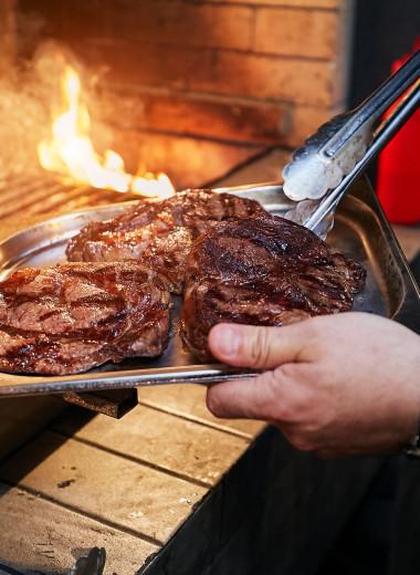 Где и как производят стейки из мраморной говядины