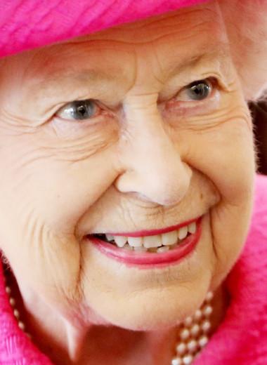 «Королева, умоляю сбавить скорость!»: забавные и необычные привычки Елизаветы II