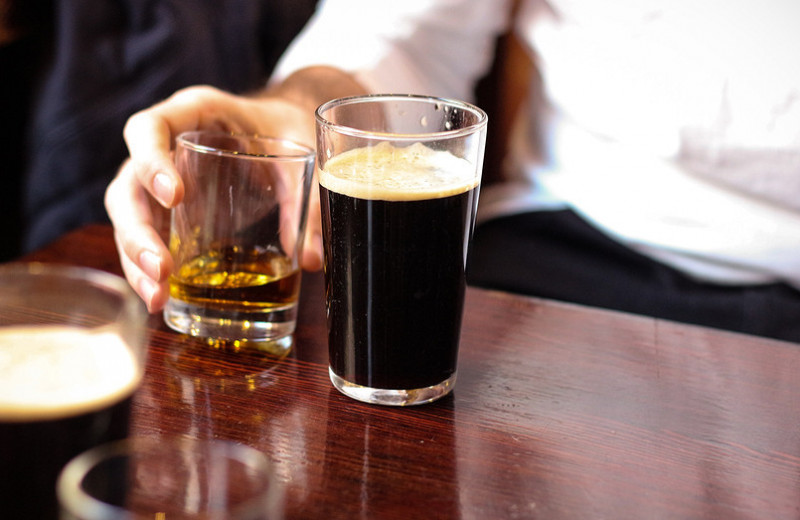 7 ранних признаков проблем с печенью, вызванных алкоголем
