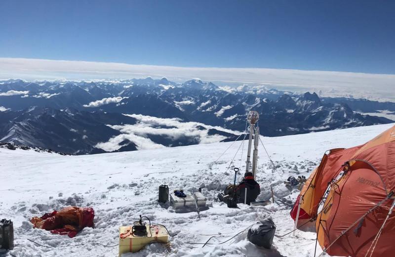 Российские ученые пробурили самую высокогорную скважину в Европе