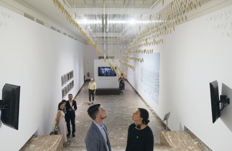 Почему картошка летает? В брюссельском Bozar открылась выставка современного российского искусства