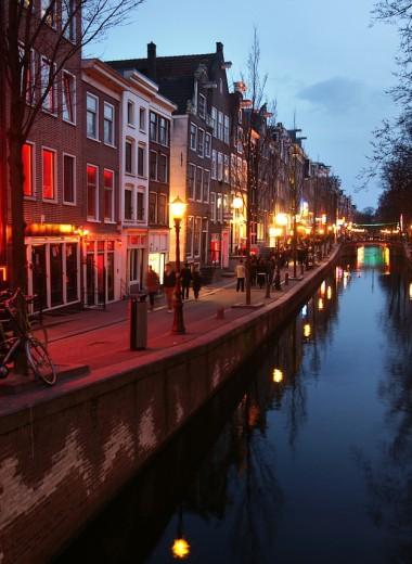 Амстердам ограничит доступ к кварталу красных фонарей