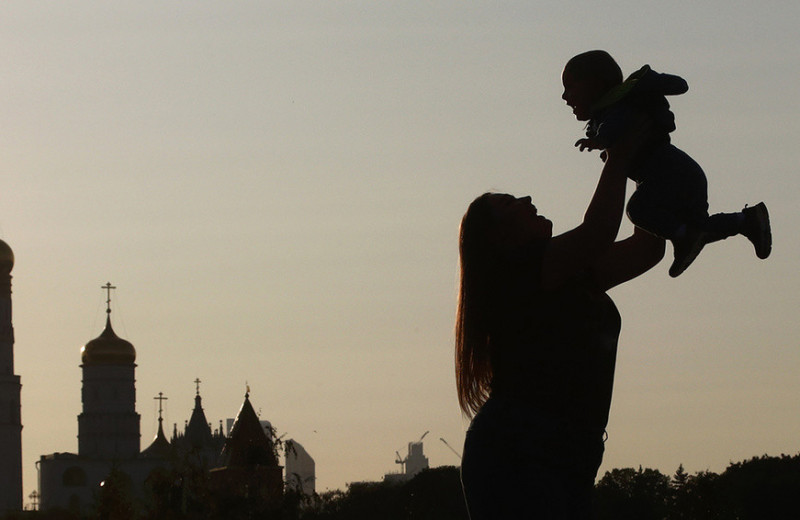 Платежи не по адресу: какая часть детских выплат достается небедным и «подозрительно бедным» семьям