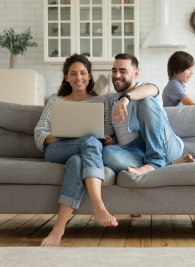 Люди чувствуют себя счастливее после 30, показало новое исследование