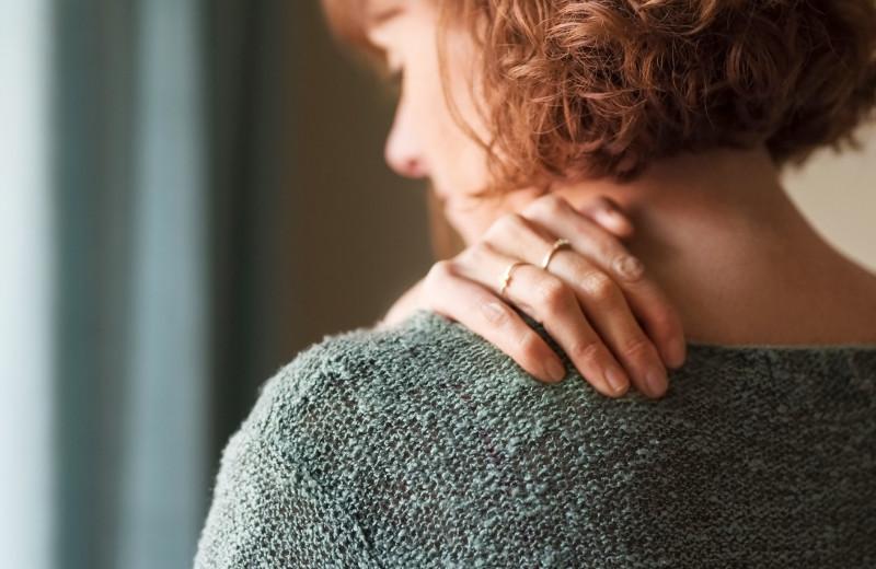 Болит спина? Это может быть стресс! Невролог рассказывает, что с этим делать