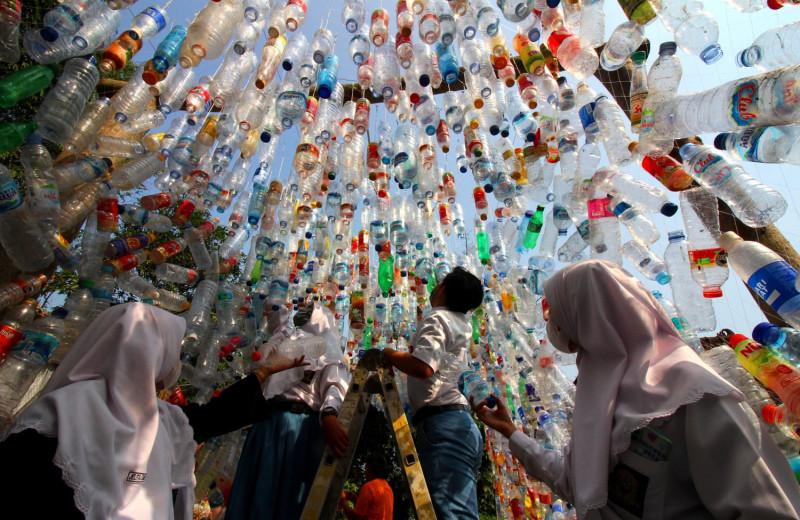 В Индонезии появился музей из пластикового мусора