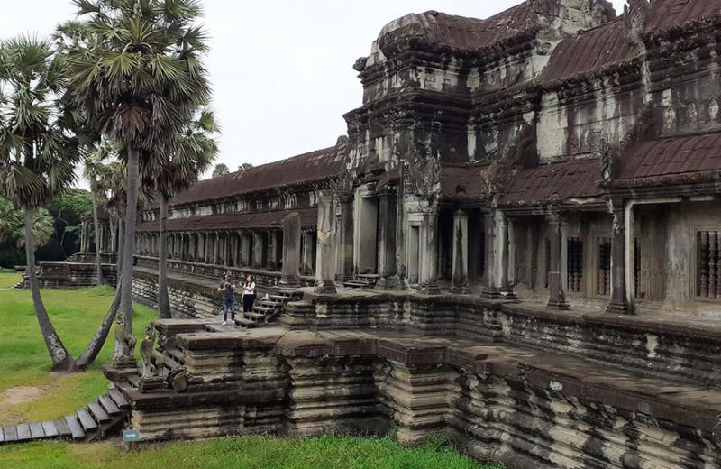 Одна вокруг света. Как построить дорогу в Камбодже, встретить саперов и избежать мин времен гражданской войны