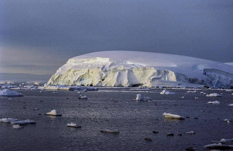 В Антарктиде впервые обнаружена активная утечка метана с морского дна