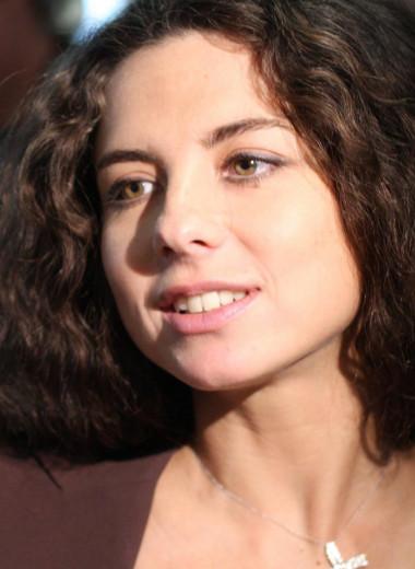 Дочь вместо матери: чем занялась солистка «Винтажа» Анна Плетнева?