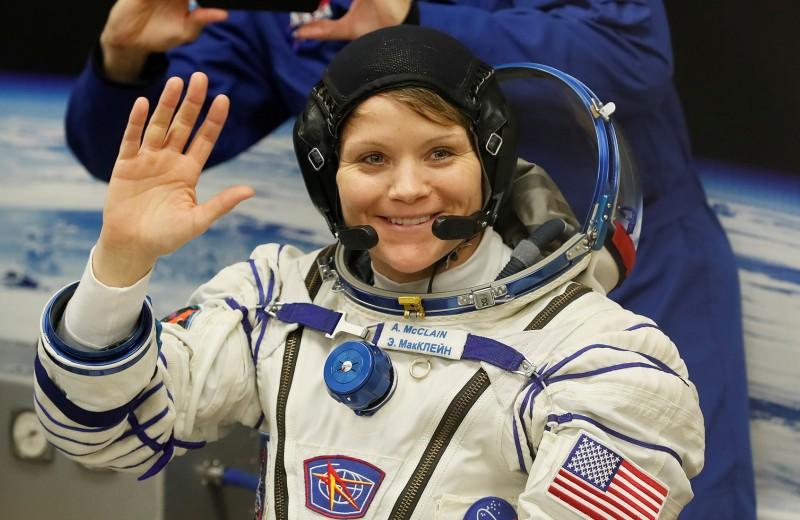 Нечего надеть: как отсутствие подходящих скафандров на полгода отсрочило «женский» выход в космос