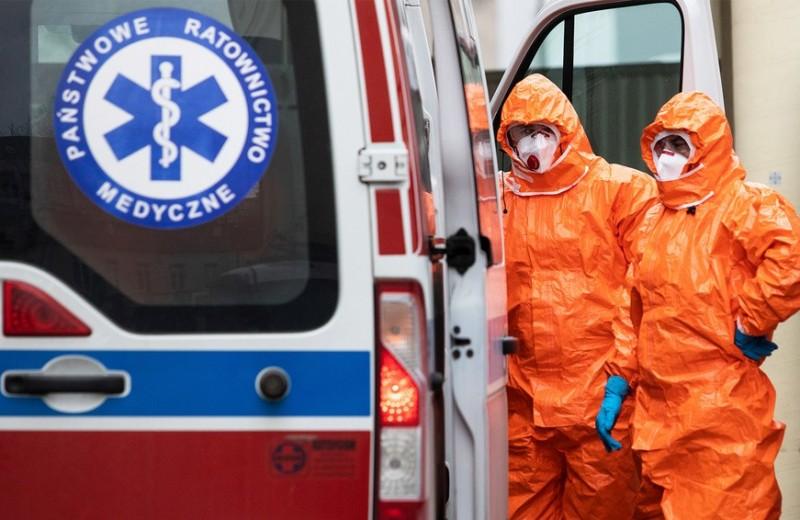 Экономика Китая упала на 13,5%, Россия закрывает границу с Белоруссией, в США начинают испытывать вакцину: новости эпидемии COVID-19