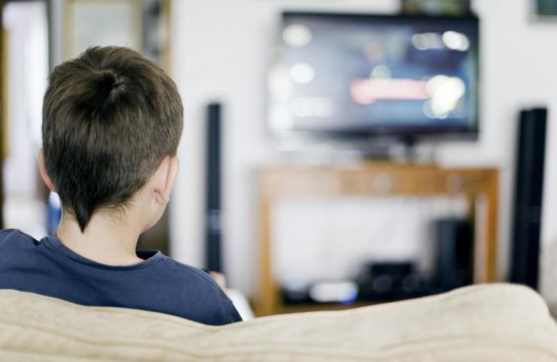 На какой высоте вешать телевизор на стену?