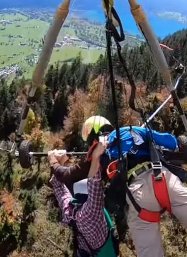 Турист случайно пролетел на дельтаплане без страховки: видео