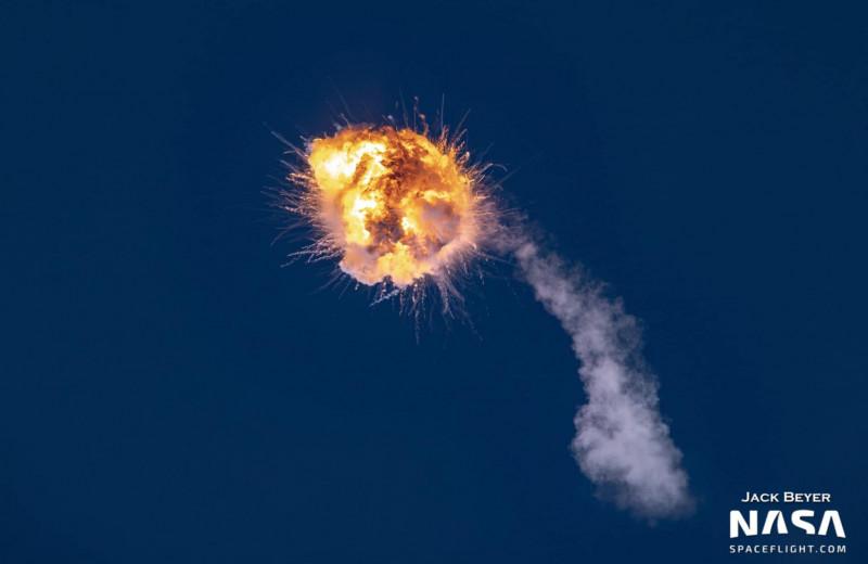 Пробный запуск ракеты обернулся огненным взрывом над Тихим океаном: видео