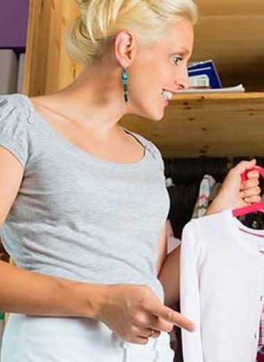 Ироничные рекламные видео учат родителей «заботливо» снижать самооценку дочерей