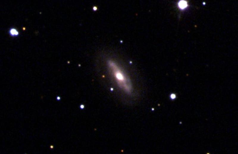 Наземные телескопы отыскали убегающую из галактики сверхмассивную черную дыру