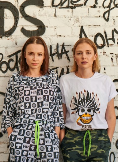 Как две сестры придумали одежду, за которую не стыдно, и теперь выпускают коллекции с «Союзмультфильмом» и Тимати
