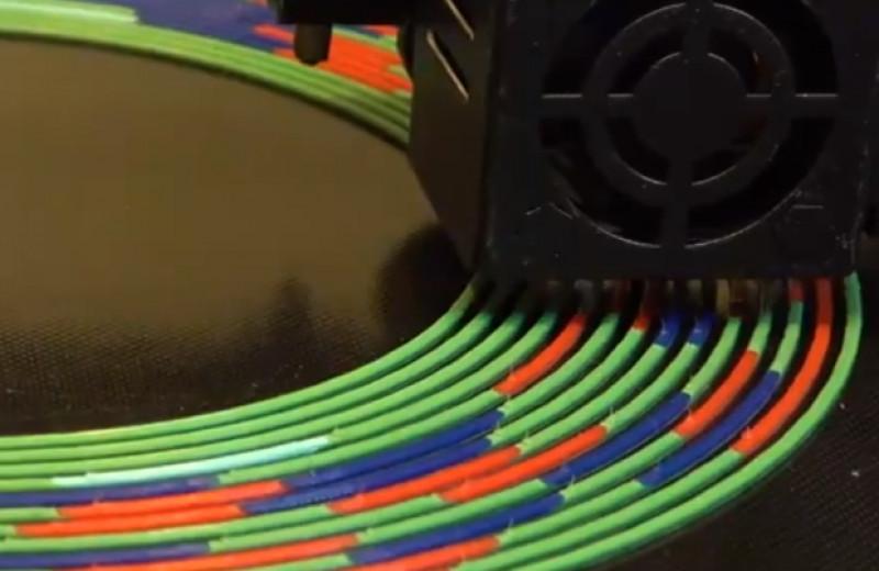 3D-принтер напечатал разноцветный филамент из разных материалов