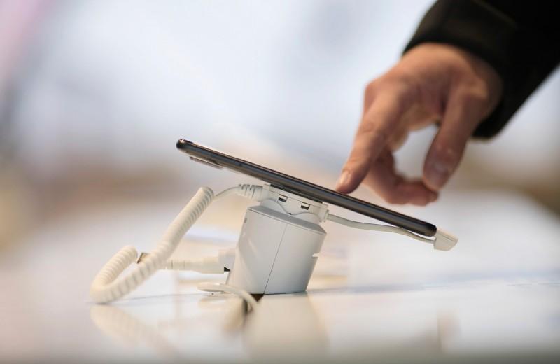 Лучшие смартфоны сентября: цвета, звуки и сканер лица