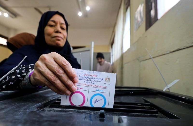 Египтяне продлили президентство