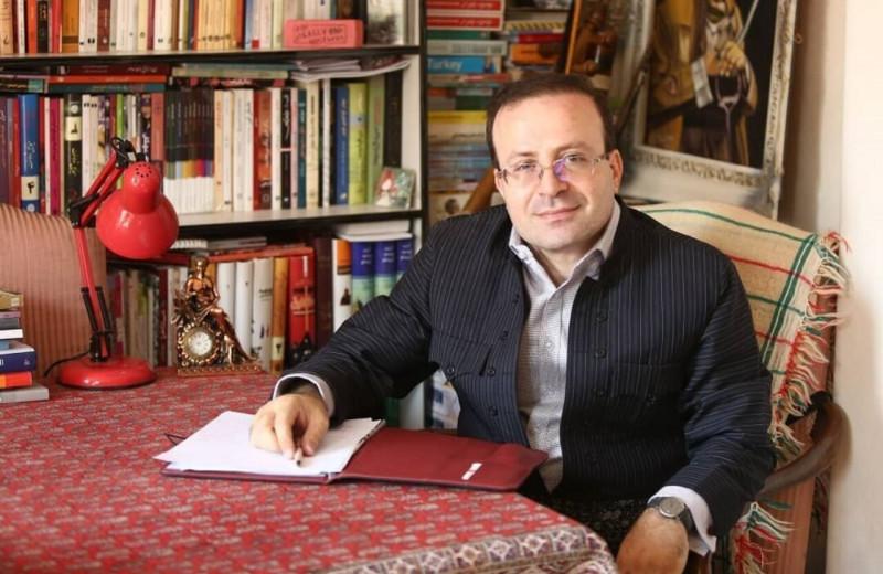 Иранского учёного обвинили в шпионаже за британское гражданство и книгу о детских браках. Он сбежал из страны через горы