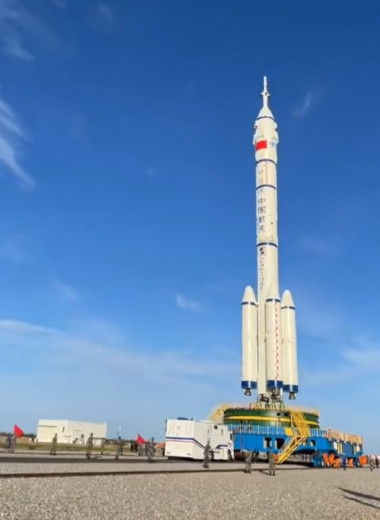 Китай отправил трех астронавтов на собственную космическую станцию