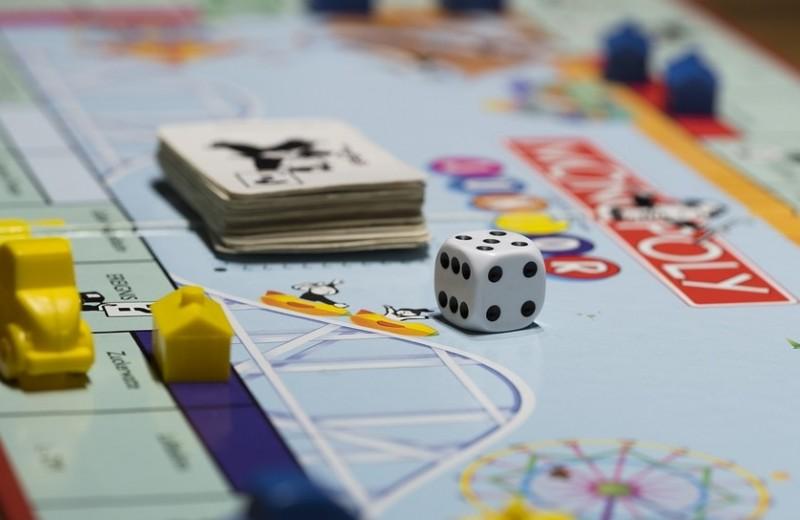 Играем офлайн: 10 настольных игр на любой вкус