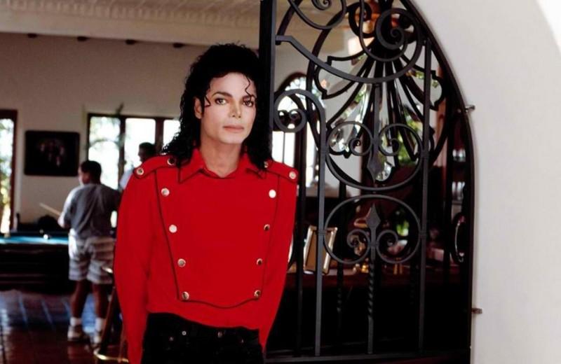 «Не обращайтесь со мной как спреступником»: речь Майкла Джексона после обвинений впедофилии в1993 году