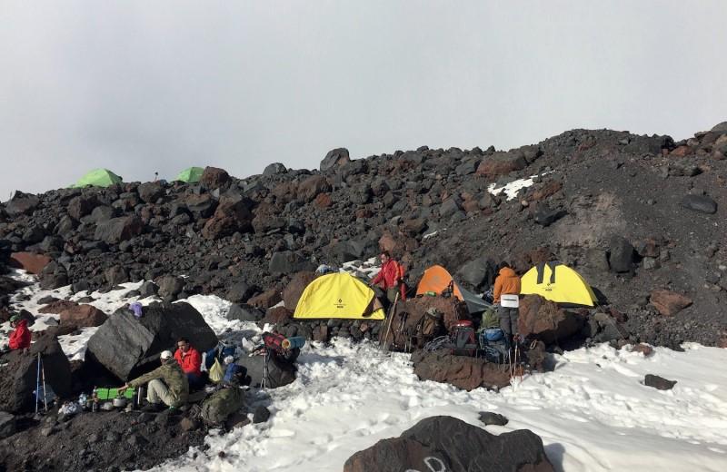 Восхождение на Эльбрус: как ведут себя люди в горах
