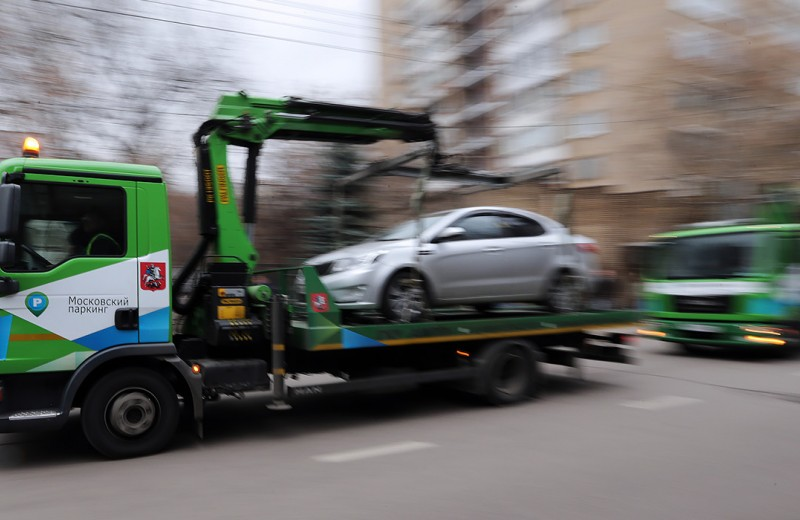 Новым машинам запретили парковаться. Что произошло?