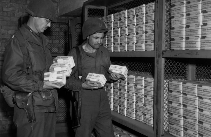 Коллекционеры марок. Сколько зарабатывали солдаты вермахта во время войны