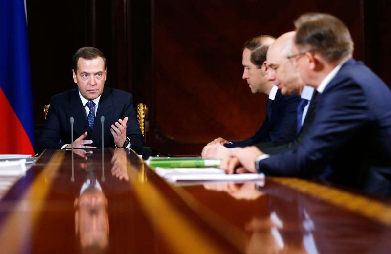Медведев снизил ставку по кредитам на покупку деревянных домов