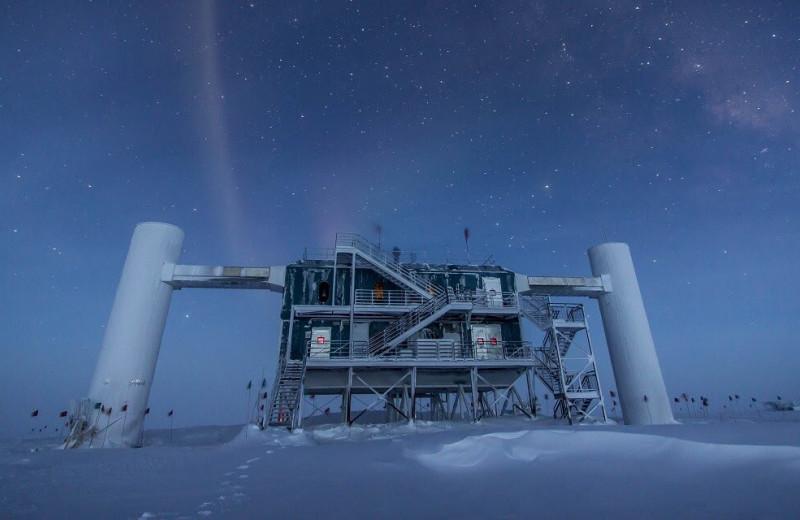 Космические нейтрино рождаются квазарами