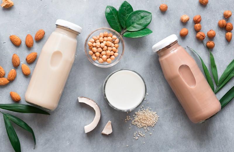 Растительное vs коровье молоко: какое лучше добавить в кофе по мнению экспертов