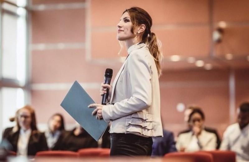 Как успокоить нервы перед выступлением на публике: 4 метода