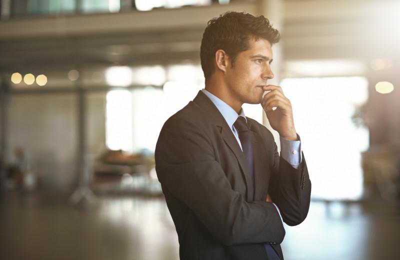 Специалисты с синдромом самозванца работают лучше, чем уверенные в себе, показало исследование