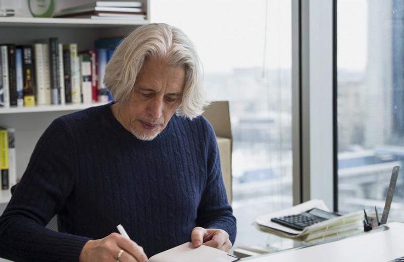 «Я не предсказываю в своих книгах, я принимаю некие волны». Владимиру Сорокину — 65 лет